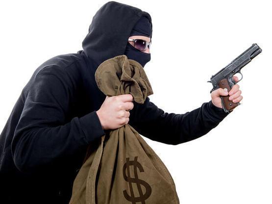 ضبط شخص سلب مبلغاً مالياً من بنك