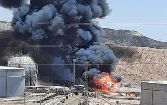 السيطرة على حريق بمحاذاة خزانات النفط بالعقبة