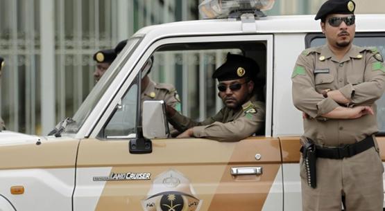 الشرطة السعودية تطيح بـ5 أشخاص امتهنوا تزوير العملات