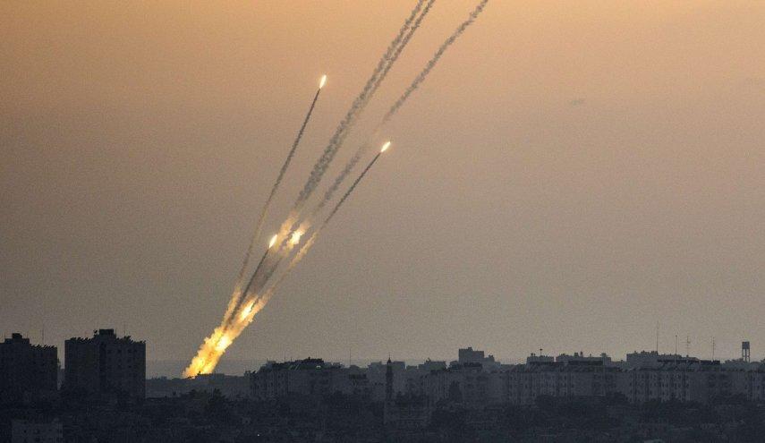 شاهد كيف يهرب المصطافون الاسرائيليون من صواريخ غزة