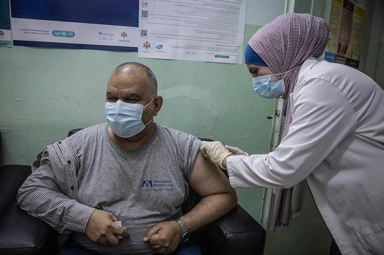 تطعيم 12 ألف لاجئ سوري بالأردن