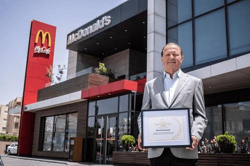 احمد عرموش - يحصد جائزة خدمه المجتمع من ماكدونالدز العالميه