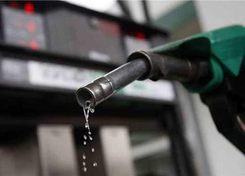 الحكومة: انخفاض البنزين عالميا