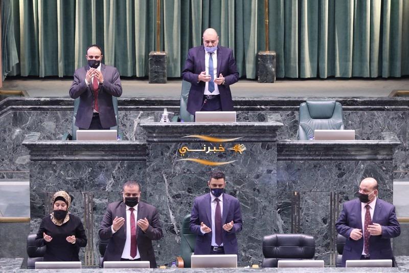 النواب يقرأون الفاتحة على أرواح شهداء فلسطين