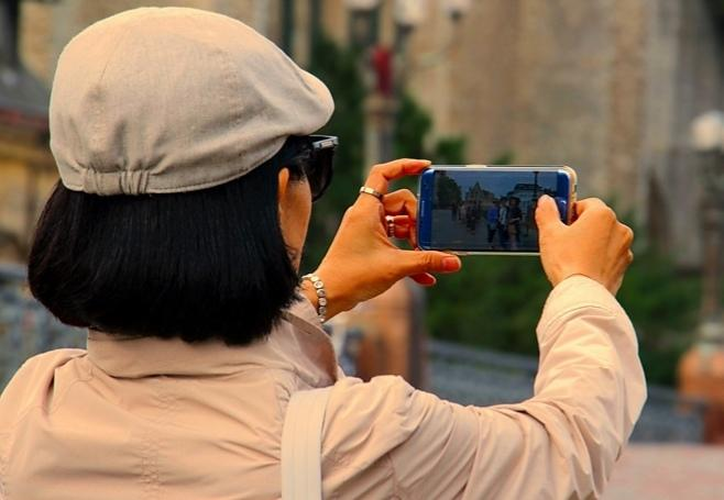 كيف تتحكم في كاميرا هاتف آيفون عن بعد؟