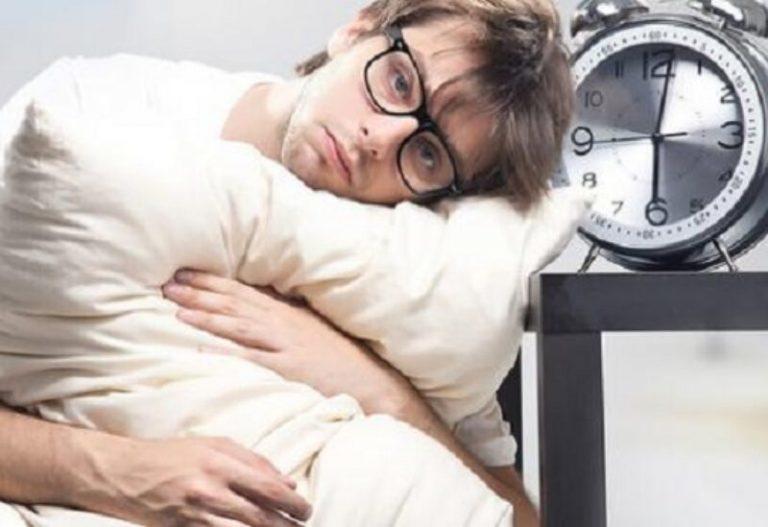 بعد الاستيقاظ ليلا.. حيل بسيطة تساعد على النوم مجددا
