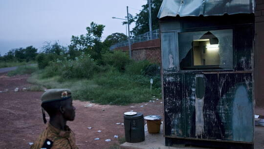 موقع خبرني : مسلحون يقتلون نحو 100 مدني في بوركينا فاسو