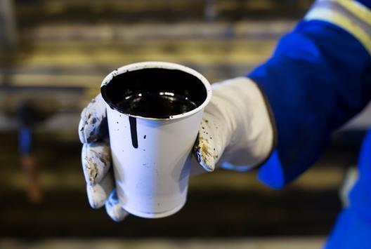 النفط يرتفع إلى مستويات قياسية
