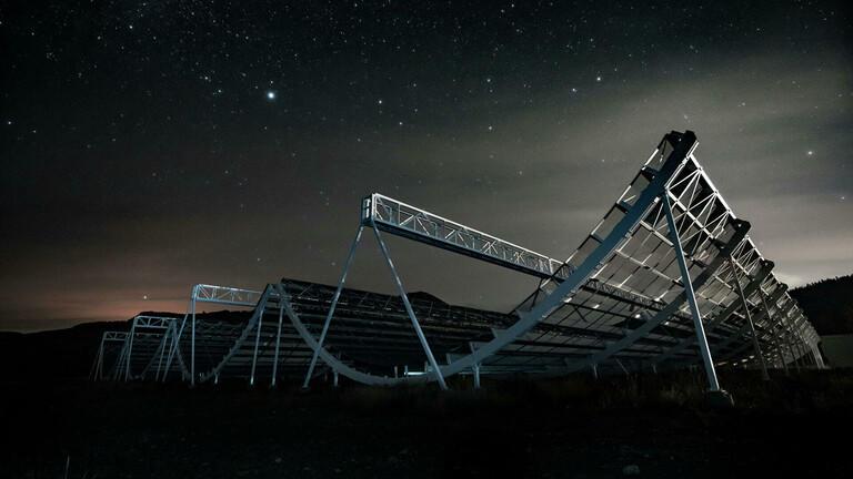 علماء الفلك يسجلون مئات الإشارات الراديوية الغامضة