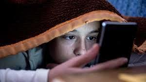 هل يحافظ الوضع الليلي على نظرك أم يُؤثِّر على العينين؟