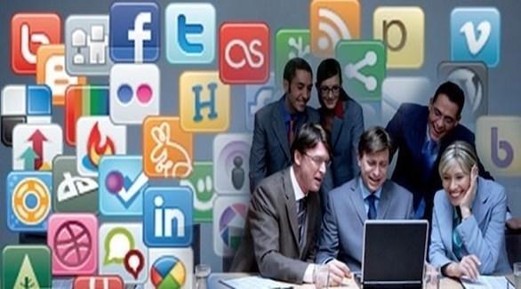 وسائل التواصل الاجتماعي تًغذي النرجسية