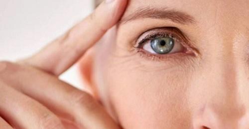 تقنية شائعة تخلصك من تجاعيد الوجه والذقن المزدوج