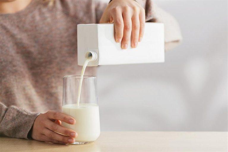 ما دور الحليب في علاج ارتجاع المريء؟