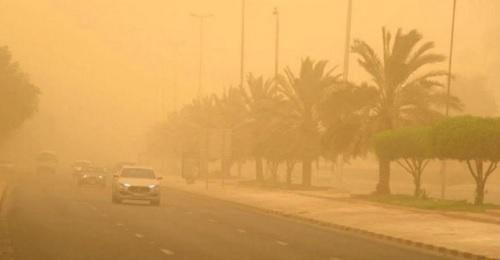 عاصفة ترابية تضرب الكويت وتحول النهار إلى ليل - فيديو