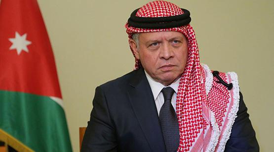 الملك يعزي أمير الكويت بوفاة الشيخ منصور