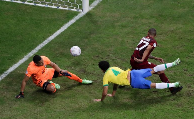 نيمار يقود البرازيل لضرب فنزويلا بثلاثية