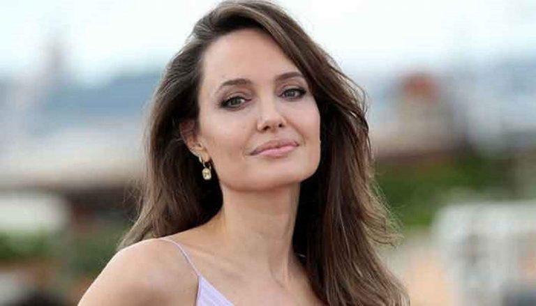 أنجلينا جولي تثير الجدل بزيارتها لزوجها الأول
