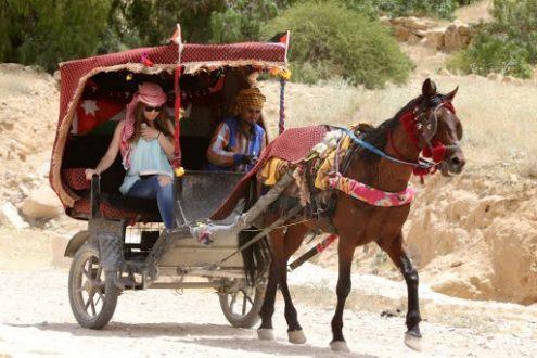 إشادة باستخدام السيارات الكهربائية بدل الخيول بالبترا