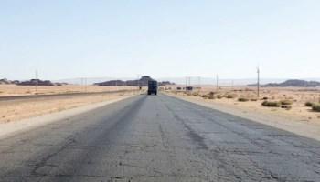 وفاة زوجين وإصابة طفلتهما بحادث على طريق النقب