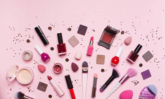 دارسة: نصف مستحضرات التجميل في اميركا تحتوي على مركبات سامة