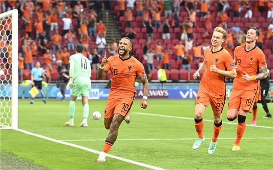 هولندا تتأهل مبكرًا من بوابة النمسا