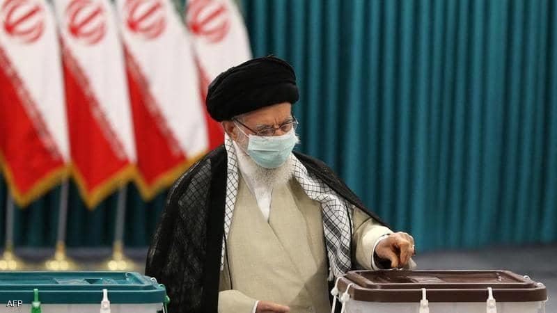 خامنئي للايرانيين: تعالوا وشاركوا بالانتخابات
