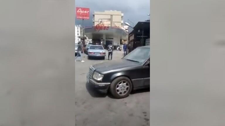 لبنان.. (حرب) بسبب خلاف على الدور في محطة الوقود - فيديو