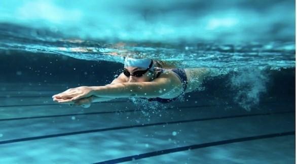 احمرار العينين بعد السباحة سببه أسوأ مما تظن