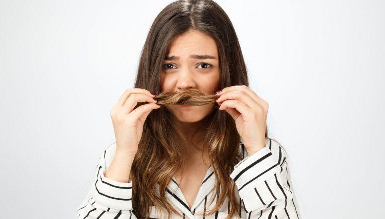 أسباب رائحة الشعر الكريهة وطرق التخلص منها