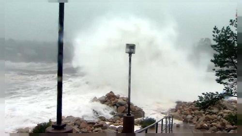 إعصار قوي يضرب شمال مونتريال الكندية