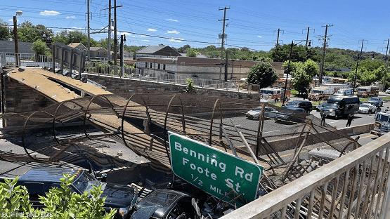 انهيار جسر للمشاة في واشنطن - فيديو
