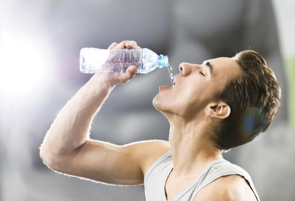 ما هو الحد المسموح به لشرب المياه يوميا؟