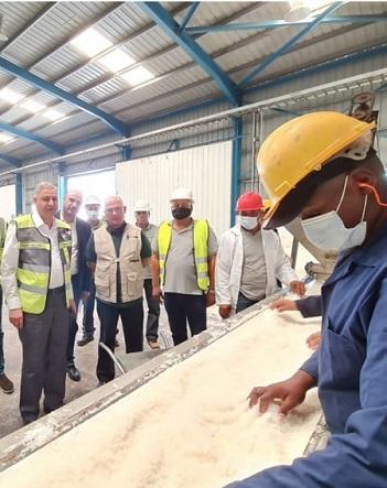 أبو هديب يزور شركة النميرة ويؤكد أهمية إيجاد قنوات لتسويق منتجاتها