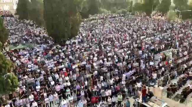 نحو مئة ألف مصل أدوا صلاة العيد بالمسجد الأقصى