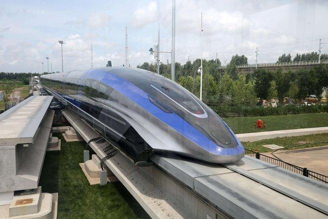 الصين تعرض أول قطار مغناطيسي لها