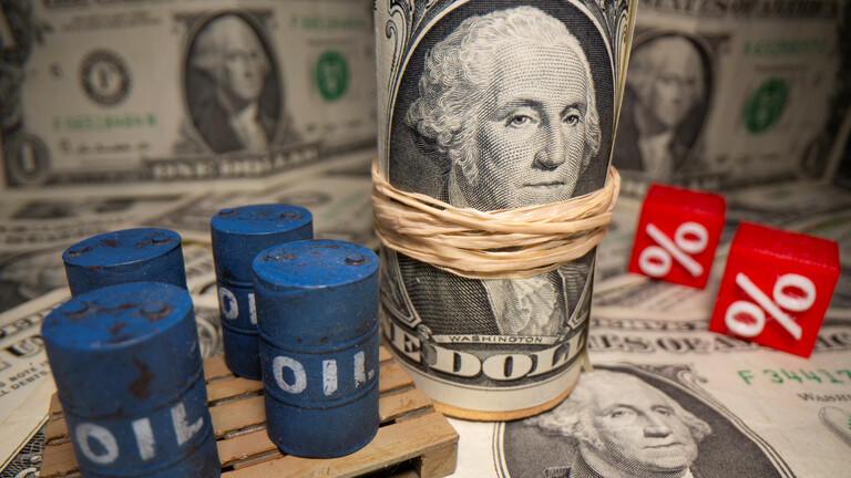 أسعار النفط تعود إلى المنطقة الحمراء
