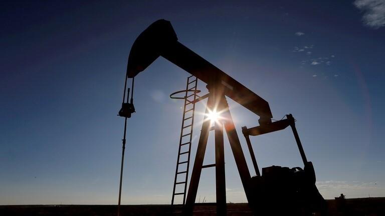 النفط يرتفع 4%