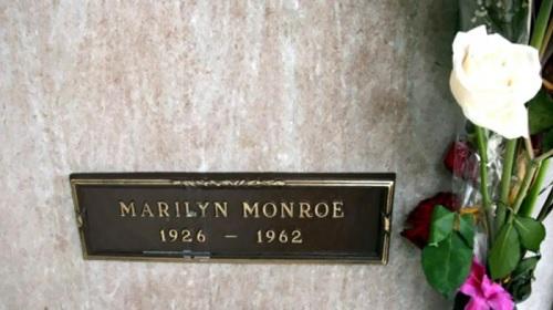 مزاد بمبلغ خيالي للقبر المجاور لمدفن مارلين مونرو - صورة