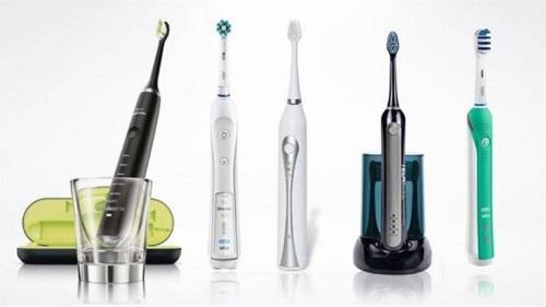 أيهما أفضل فرشاة الأسنان العادية أم الكهربائية؟ -