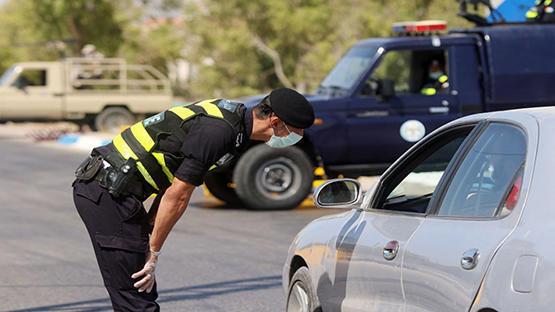 مخالفة 1043 مواطنا لعدم ارتداء الكمامة السبت