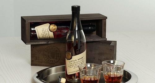 تحقيق في اختفاء زجاجة ويسكي أهدتها اليابان لبومبيو!