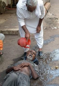 وفاة 700 شخص بسبب الحر في باكستان - صور